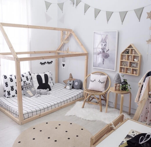 dormitor montessori netru pat montessori alb carouri iepuras
