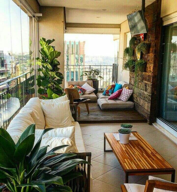 balcon inchis tip living perne canapea tv